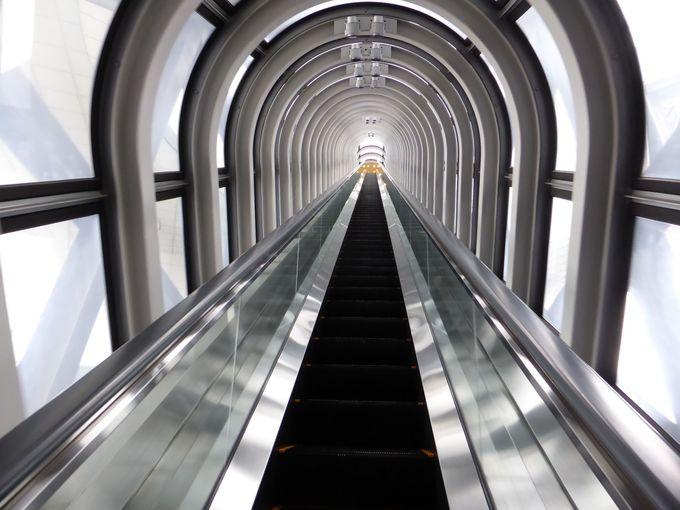 35階でシースルーエスカレーターへ乗継
