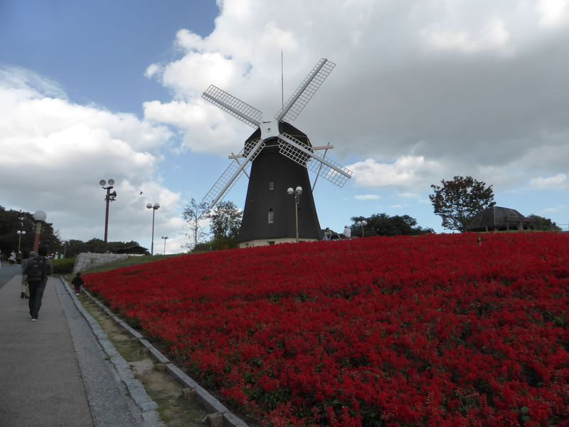 博覧会の前からあるシンボル「風車」