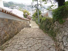 那覇市「金城町石畳」はパワースポットと16世紀へと続く道