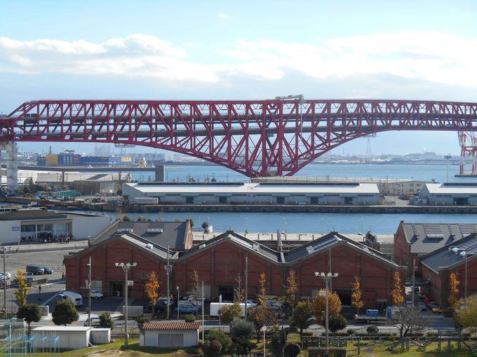 見ごたえありの大きな橋と大阪に残る数少ないレンガ建築