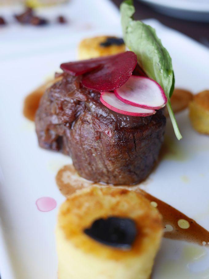 夕食はローカルに人気のレストランへ!