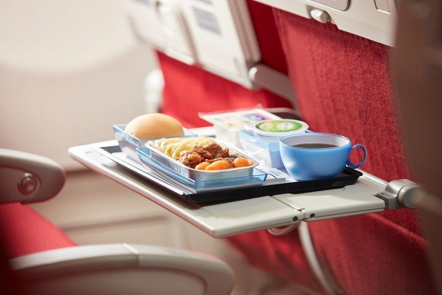 【エコノミークラス】シートも食事もきめ細かい対応が光る!