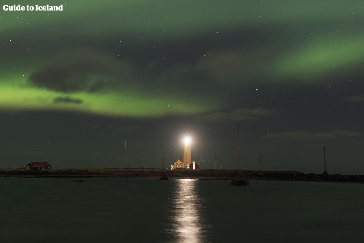 アイスランド観光の目玉!宇宙の神秘「オーロラ」を鑑賞
