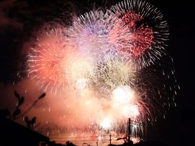山梨県最大級「神明の花火大会」をラクラク観覧する方法とは?