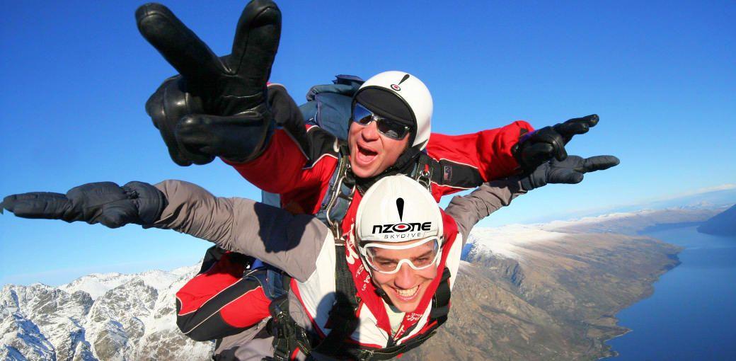 クイーンズタウンの絶景を空から楽しむ!「スカイダイビング」