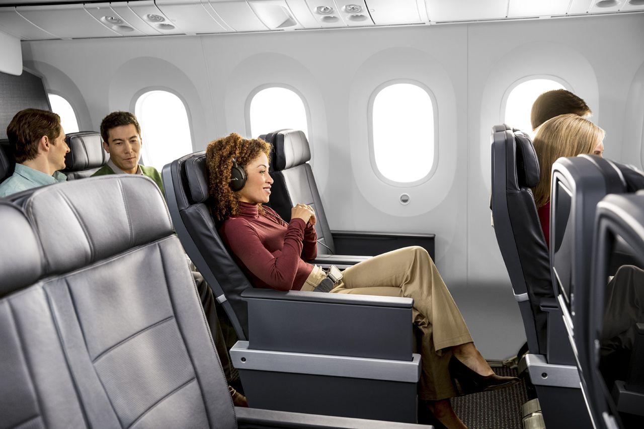 米国系航空会社初!「プレミアムエコノミー」で快適なフライト