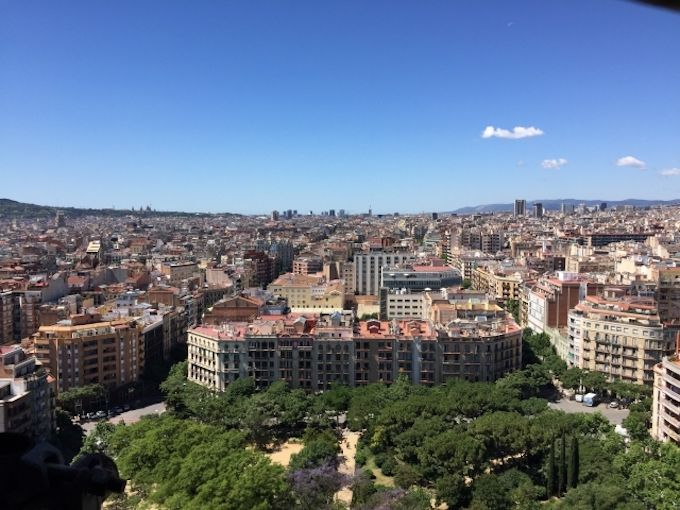 バルセロナまでの飛行時間