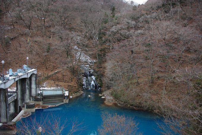 青過ぎる「桃太郎の滝」