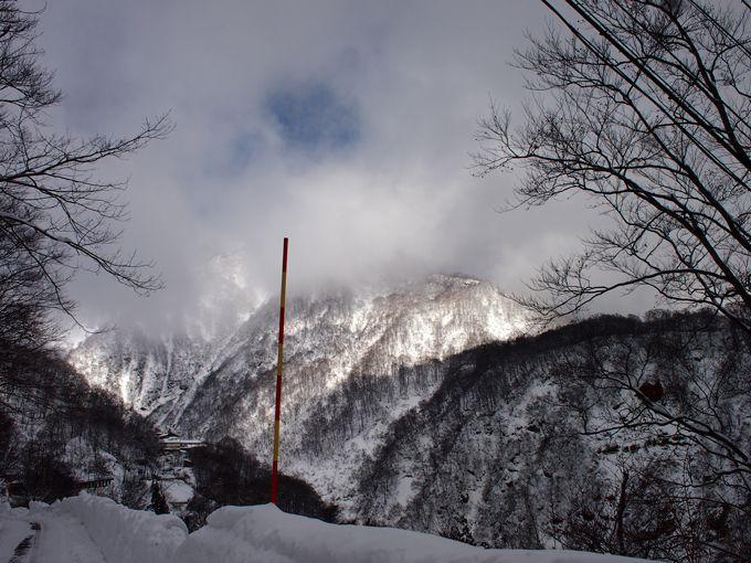 朝日に輝く山の姿は僥倖!その神々しい姿に一瞬、息を吞む