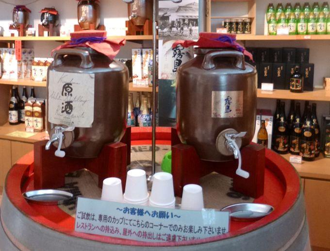 ショップには霧島酒造の焼酎を飲み比べられる、無料の試飲コーナー!