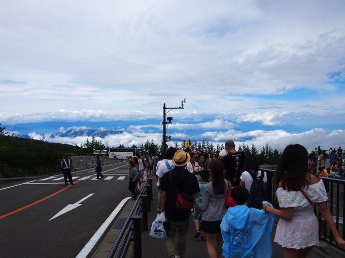 天地の境、雲上の富士山スバルライン五合目で見る日本アルプスの絶景!