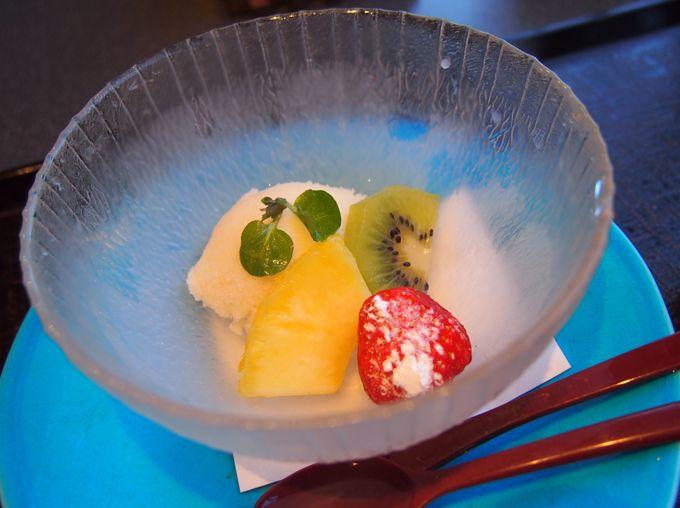 はじめは瓔珞オリジナル「鯛の干菓子」、おわりはデザートで締める