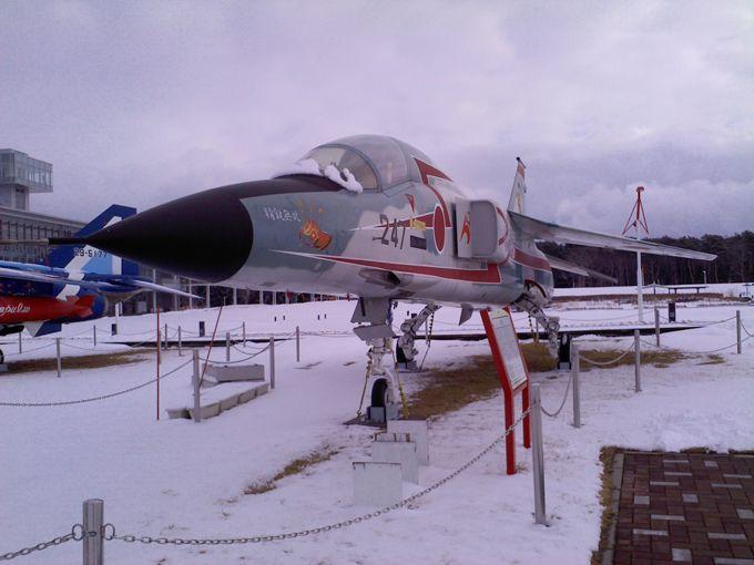 広場では基地以外では唯一、F4ファントム、F16を展示!