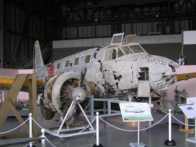 69年ぶりに十和田湖から引き揚げられた一式双発高等練習機の現存機