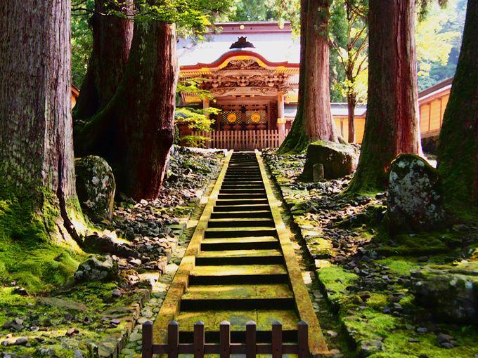 杏さんも立った唐門は、皇室からの使者が上山する際開かれます。