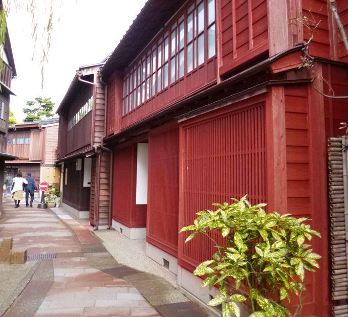 加賀友禅を着て国の伝統的建造物群保存地区、ひがし茶屋街を散策