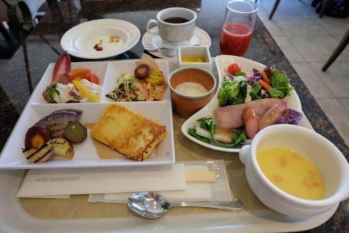 大満足の朝食!色とりどりの新鮮野菜、珍しい野菜を堪能して