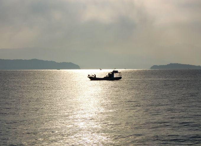 朝夕はホテル前の遊歩道を散策、錦江湾と桜島をより間近に感じて