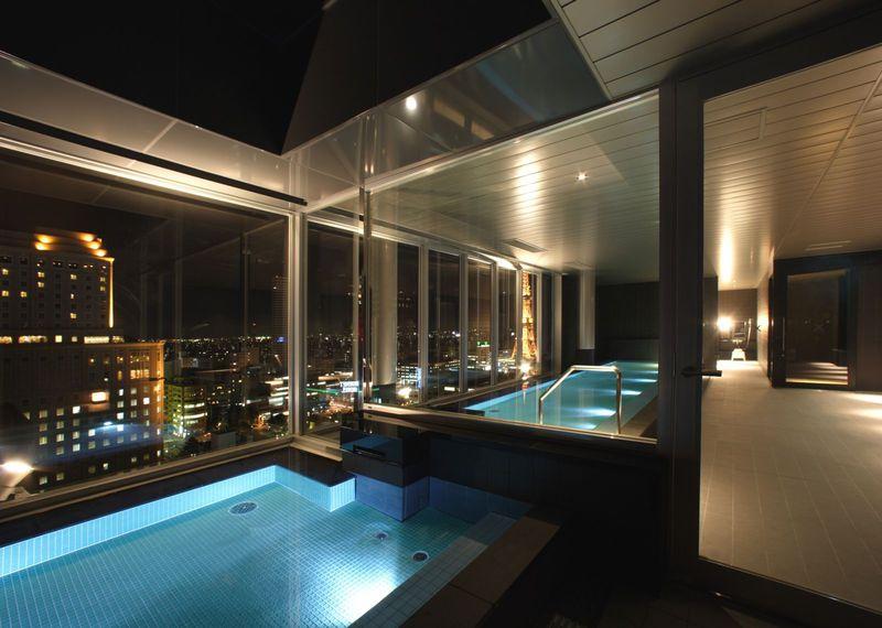 海みたいな青の湯船から札幌の夜景を一望!クロスホテル札幌は全てがスタイリッシュ