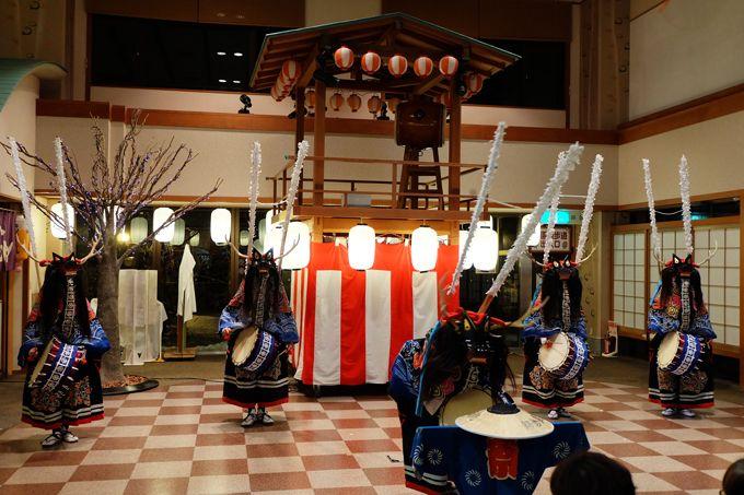 魅力5.お祭り広場では鹿踊りや鬼剣舞などの郷土芸能やダーツゲーム
