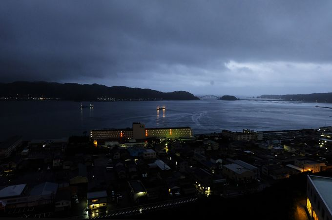 串本と紀伊大島をつなぐ「くしもと大橋」の眺めも楽しめる