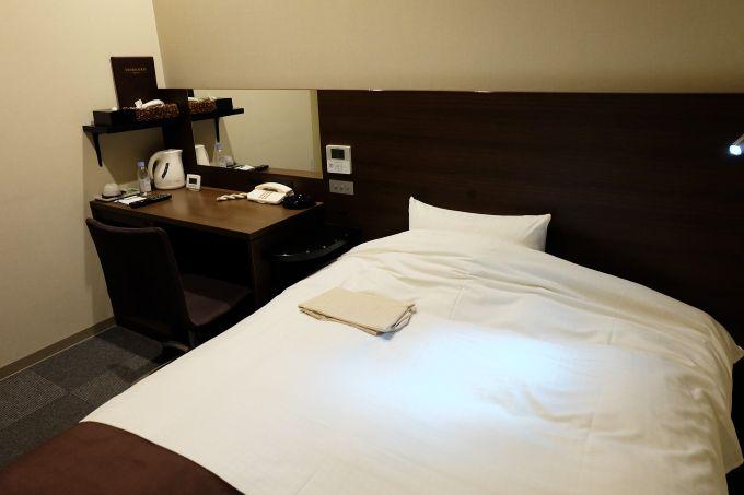 客室は落ち着いた色調で統一、4人まで利用できる和室もお得!