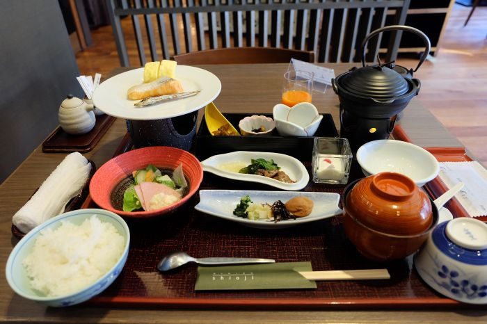 その5.庭や宮島の景色を眺め、ゆっくり頂く美味しい朝食