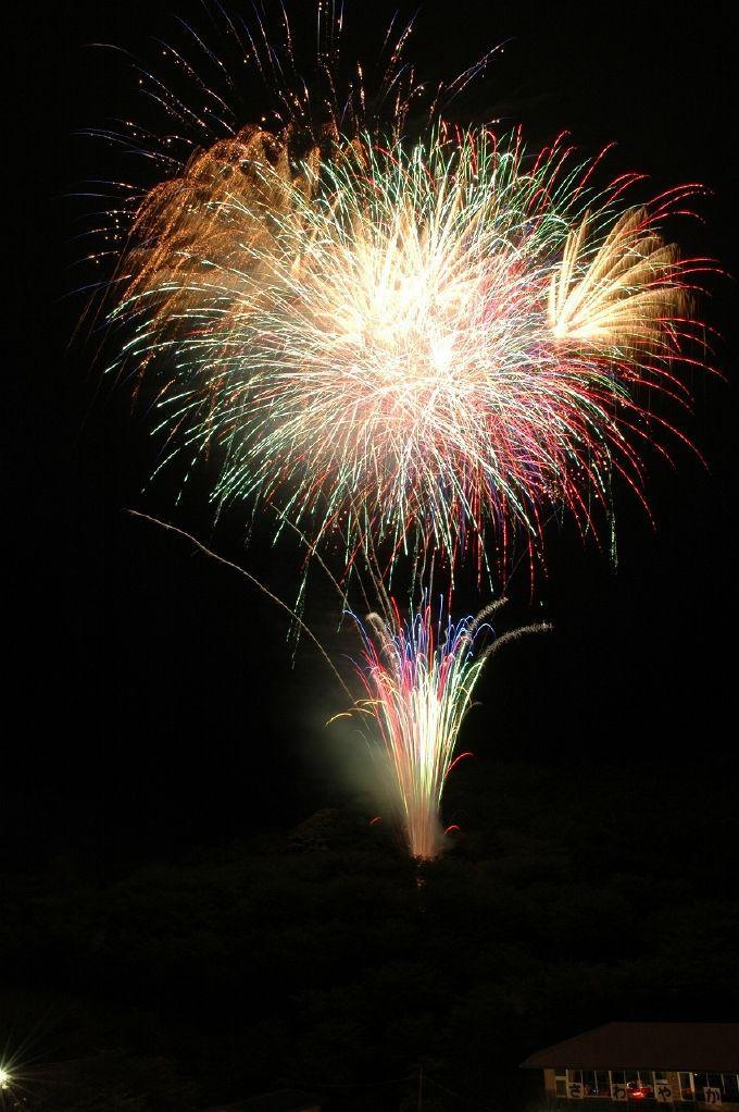 毎年第二土曜日、慰霊祭の夜は鎮魂の花火大会