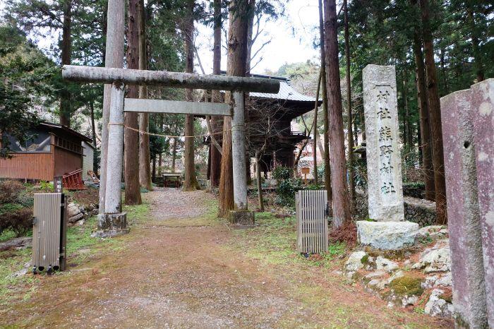 かつて村人の参拝が許されなかった格式高い神社