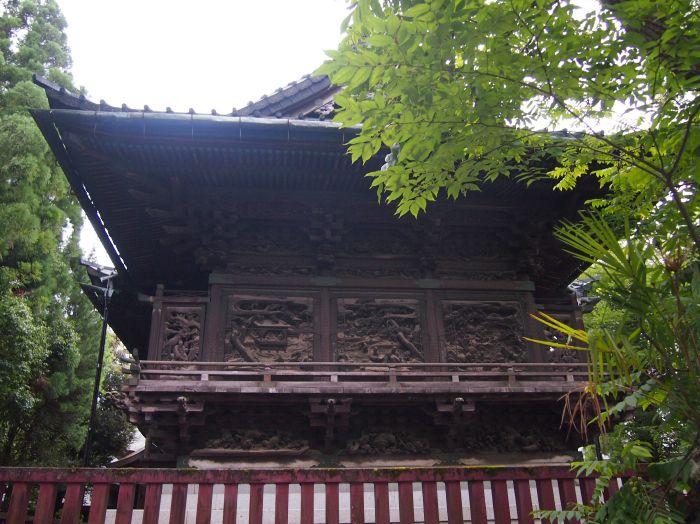 国指定重要文化財、権現造の御本殿には美麗彫刻