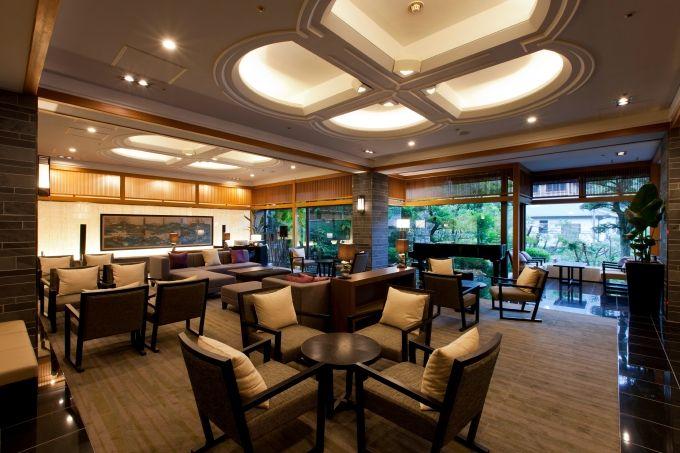 宮島にある老舗宿「宮島グランドホテル有もと」と宮島を臨む「安芸グランドホテル」