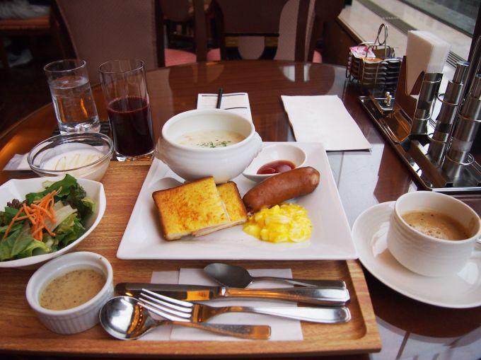 こだわりの朝食は3つのメニューから選んで