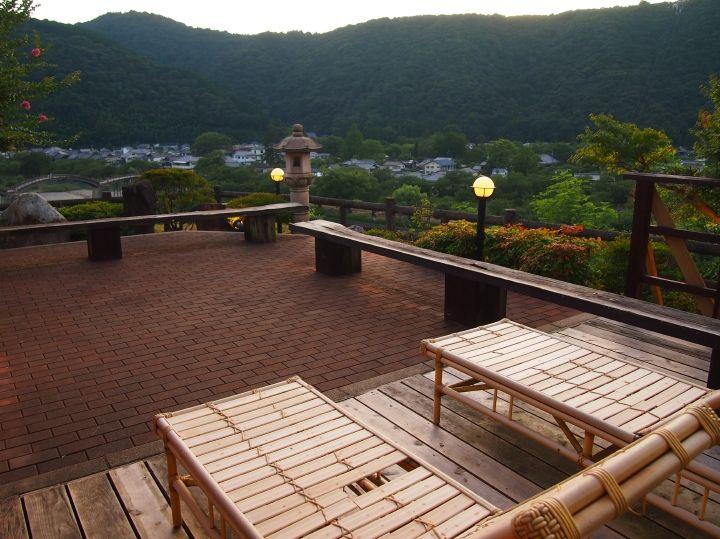 檜風呂は岩国城、岩風呂は錦帯橋、癒し処では両方を眺め