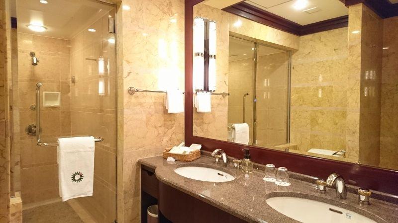 バス・トイレ別、洗い場ありのデラックスバスルーム