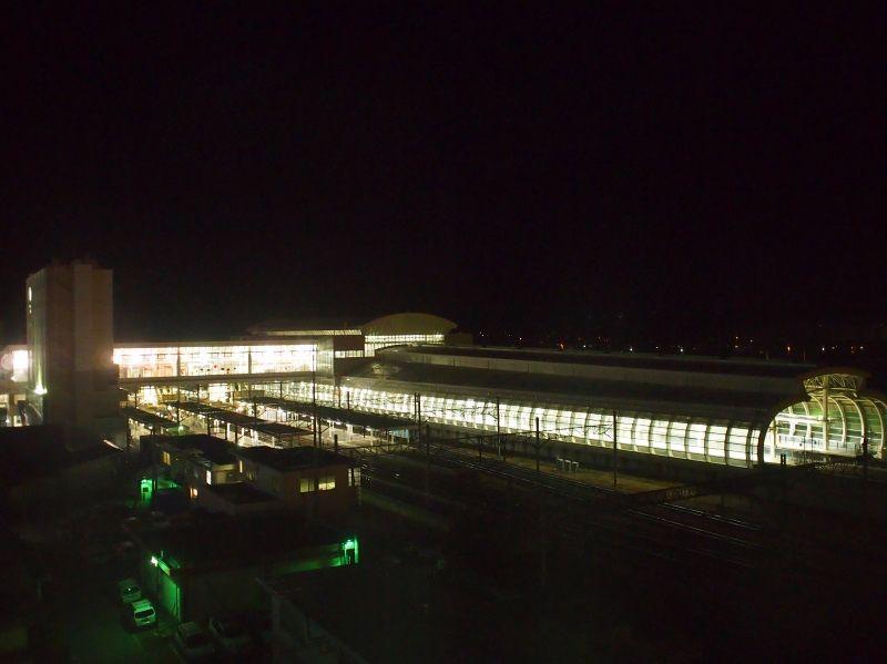 朝夕の駅の風景も楽しんで