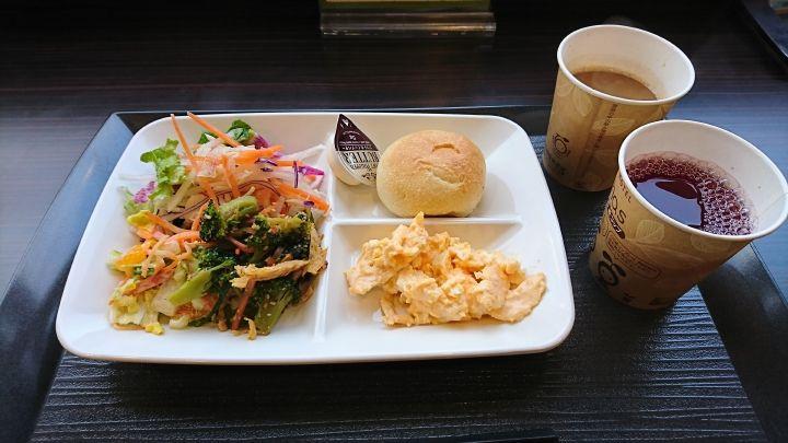 バランスのとれた健康朝食!有機野菜や焼き立てパンも