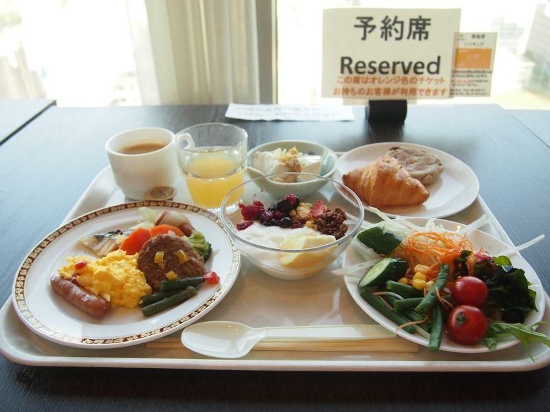 朝食は眺めの良い21階のスカイビューラウンジで