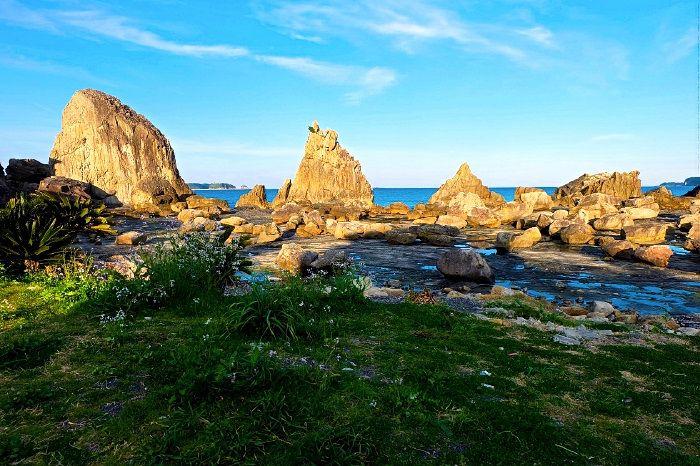 約850mの海岸に立ち並ぶ、大小40余りの奇岩群