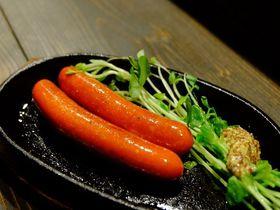弘前のソウルフード、究極の赤ウインナーは大衆Bar BASKで!