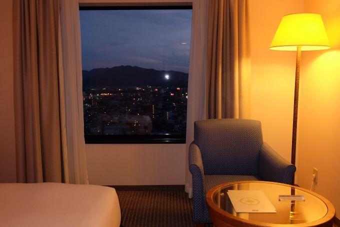 洗練された優雅な客室に最大21時間滞在可能