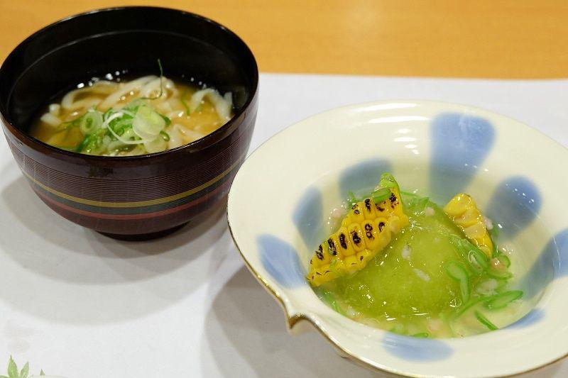 夕食は本格欧風料理や日本料理、バイキングも