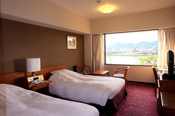 木曽川側と庭園側、好みの眺めを選べる客室
