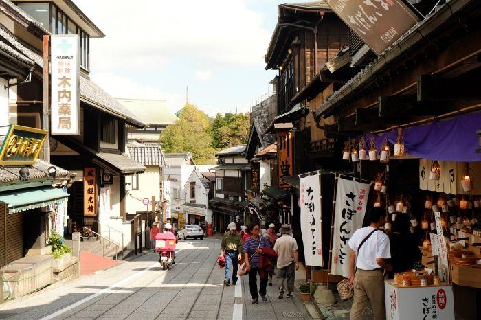 江戸情緒漂う、門前町を散策し新勝寺へ