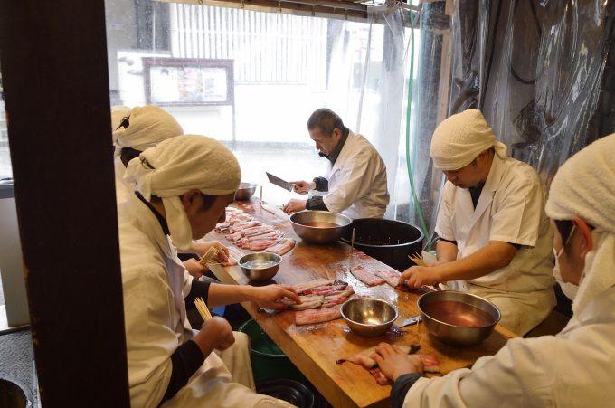 行列のできる鰻の名店「川豊本店」