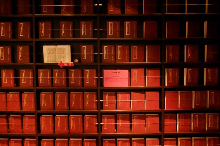 2階にアートのようなモリソン書庫&多彩な仕掛け