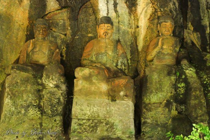 20数体の石仏が集まるホキ石仏第一群は壮観