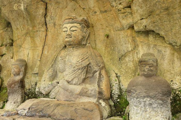 気品あふれる「古園石仏」と巨石に浮かぶ「金剛力士立像」