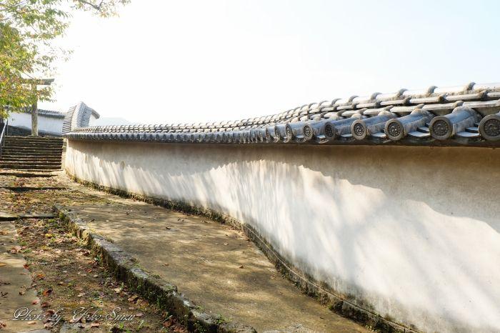 かつて丹生島に築かれた海城、市街地に浮かぶ遺構