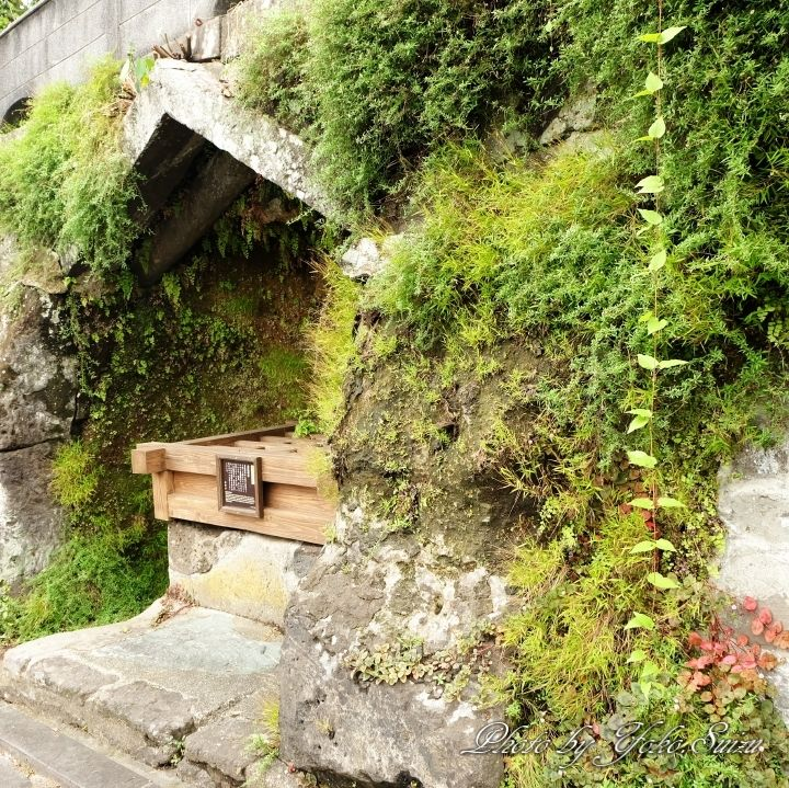 甚吉坂には金毘羅水と直良信夫記念館