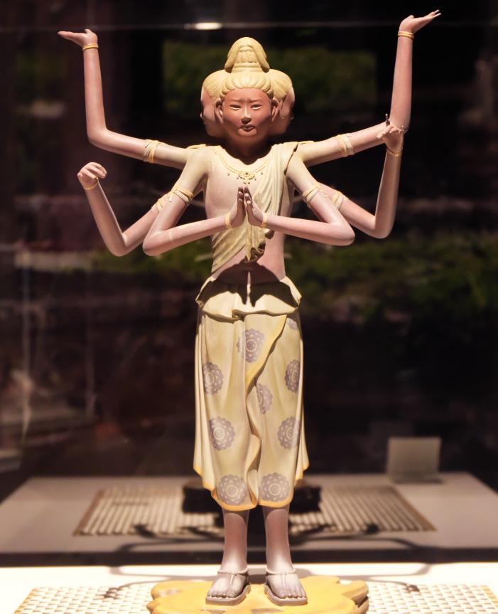 アートに日本の歴史文化、仏像も勢ぞろい